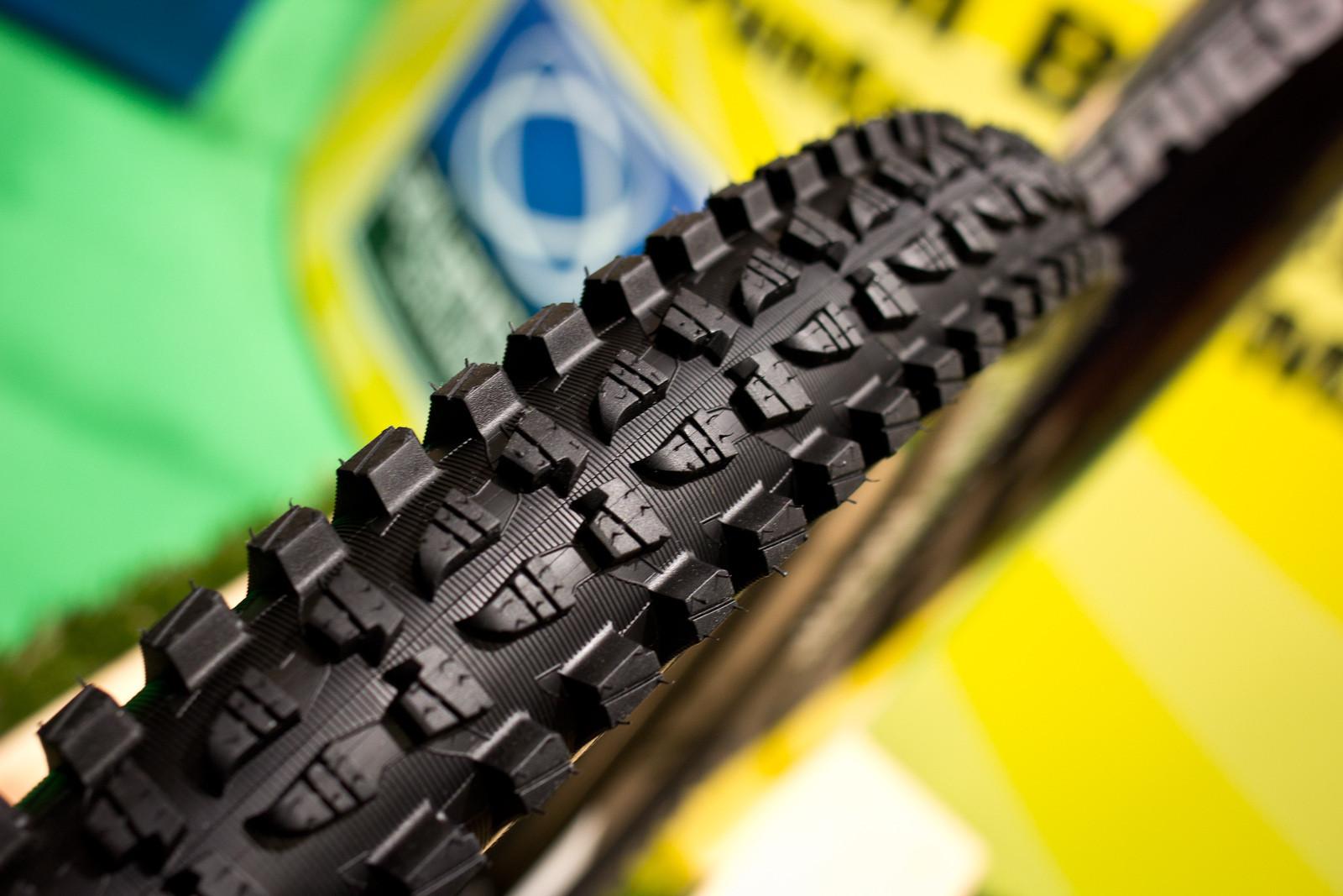 s1600_Michelin_RockR_2_Tire