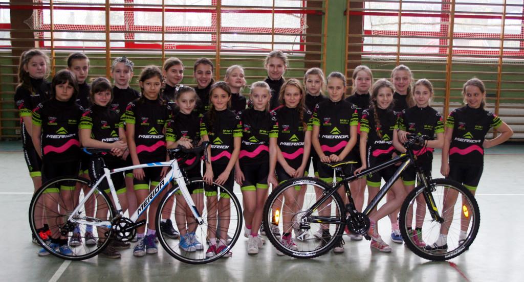 Cykla klasa Merida zdjęcie grupowe
