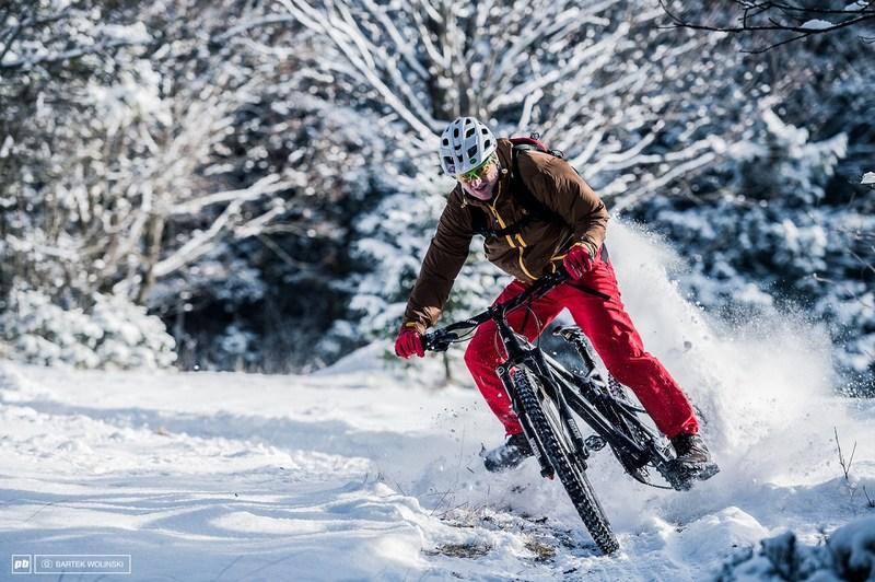 Wziąć sprawy w swoje ręce, ale umiejętnie. Oto najczęstsze błędy przy serwisowaniu roweru zimą