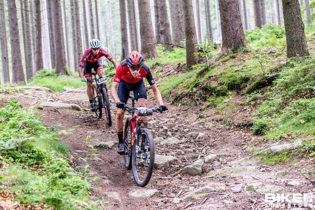 """Michał Glanz (Spica Solutions) : """"na zjazdach cały czas minimalizuję starty""""   Bike Adventure, Szklarska Poręba"""