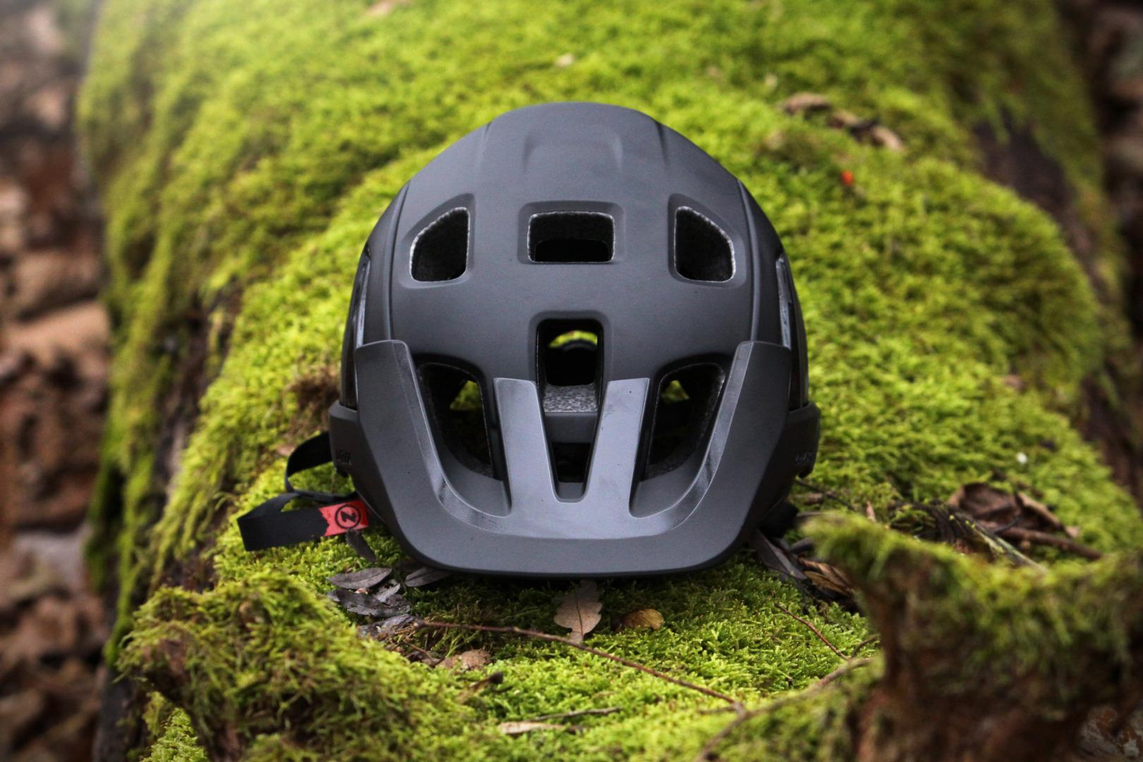 Lazer Jackal – nowy kask dedykowany do kolarstwa górskiego
