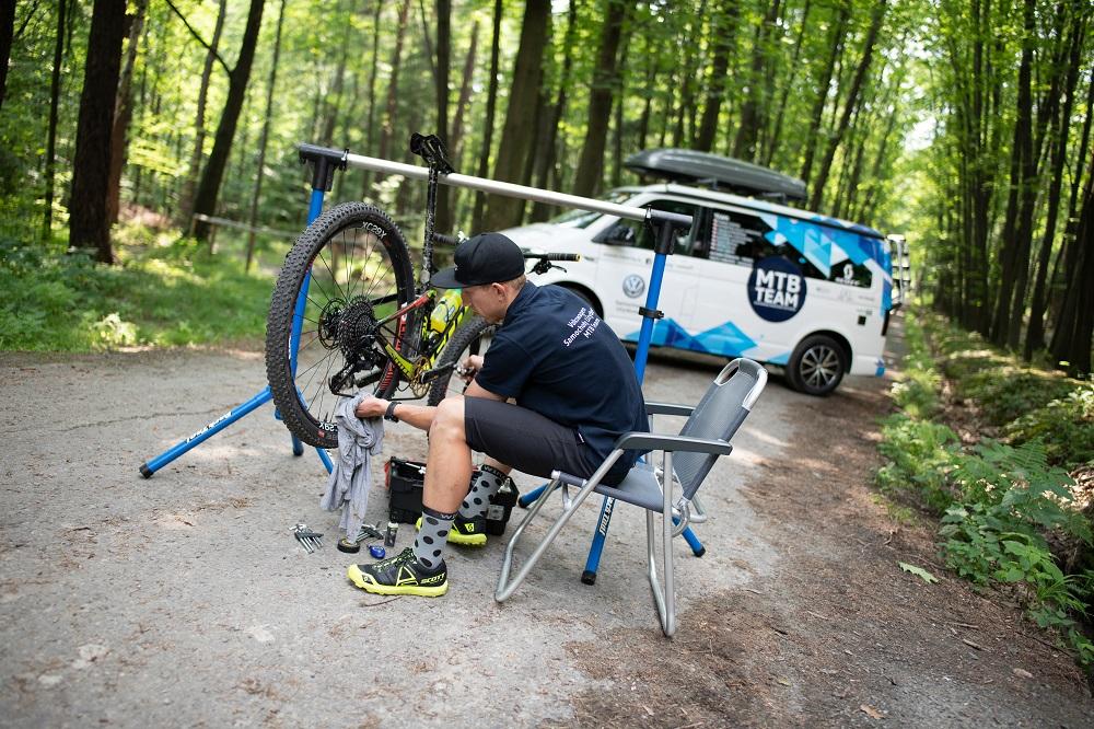 Z piwnicy na trasy – Marek Konwa radzi jak przygotować rower do bezpiecznej jazdy