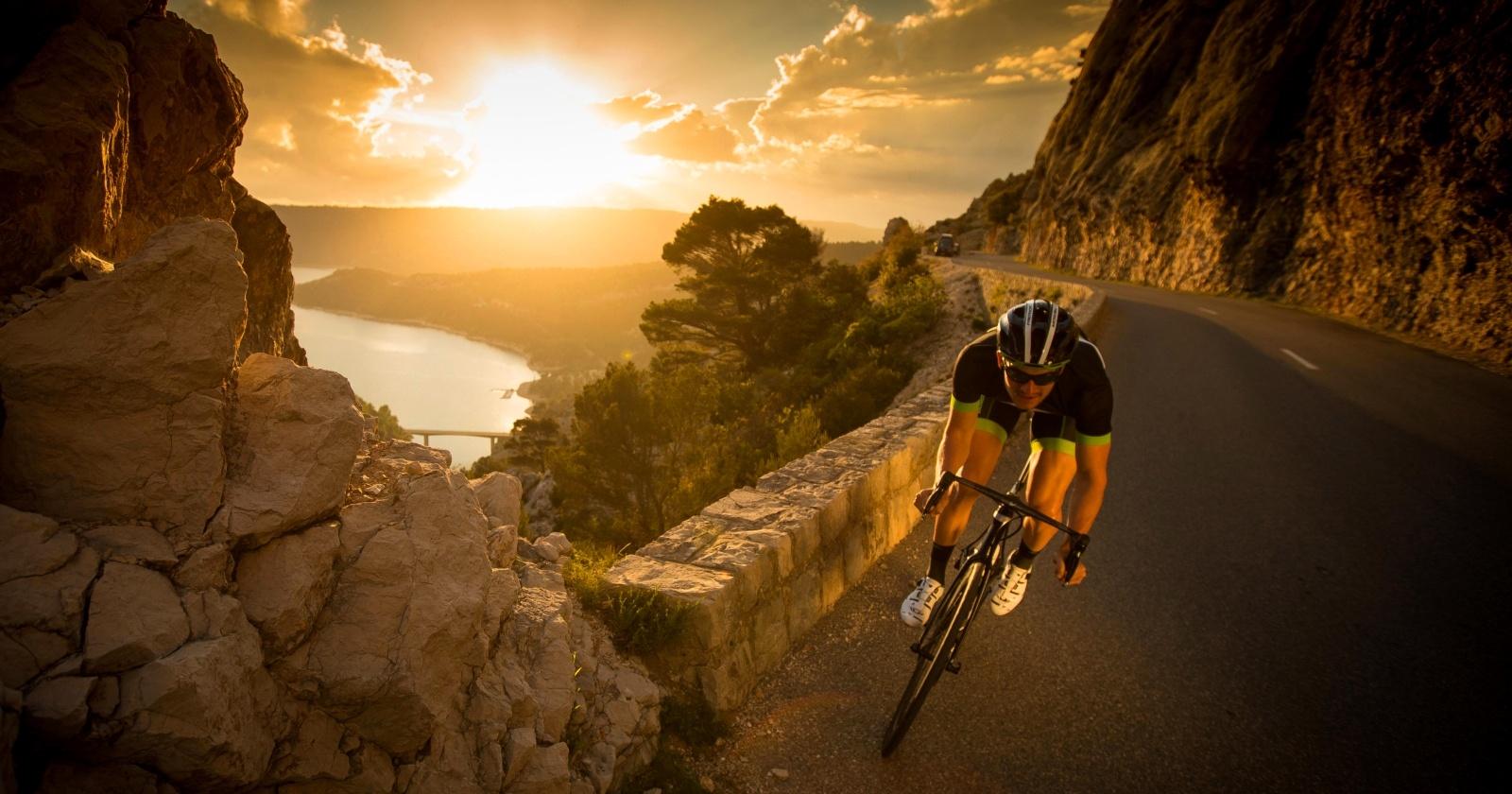 Jak schudnąć na rowerze? Lepsze kardio czy interwały?