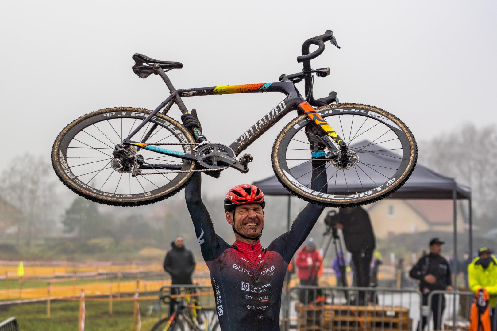 """Andrzej Kaiser (Euro Bike Kaczmarek Electric): """"przełaj jest jedną z cięższych konkurencji kolarskich. Trzeba być wszechstronnie wytrenowanym."""""""